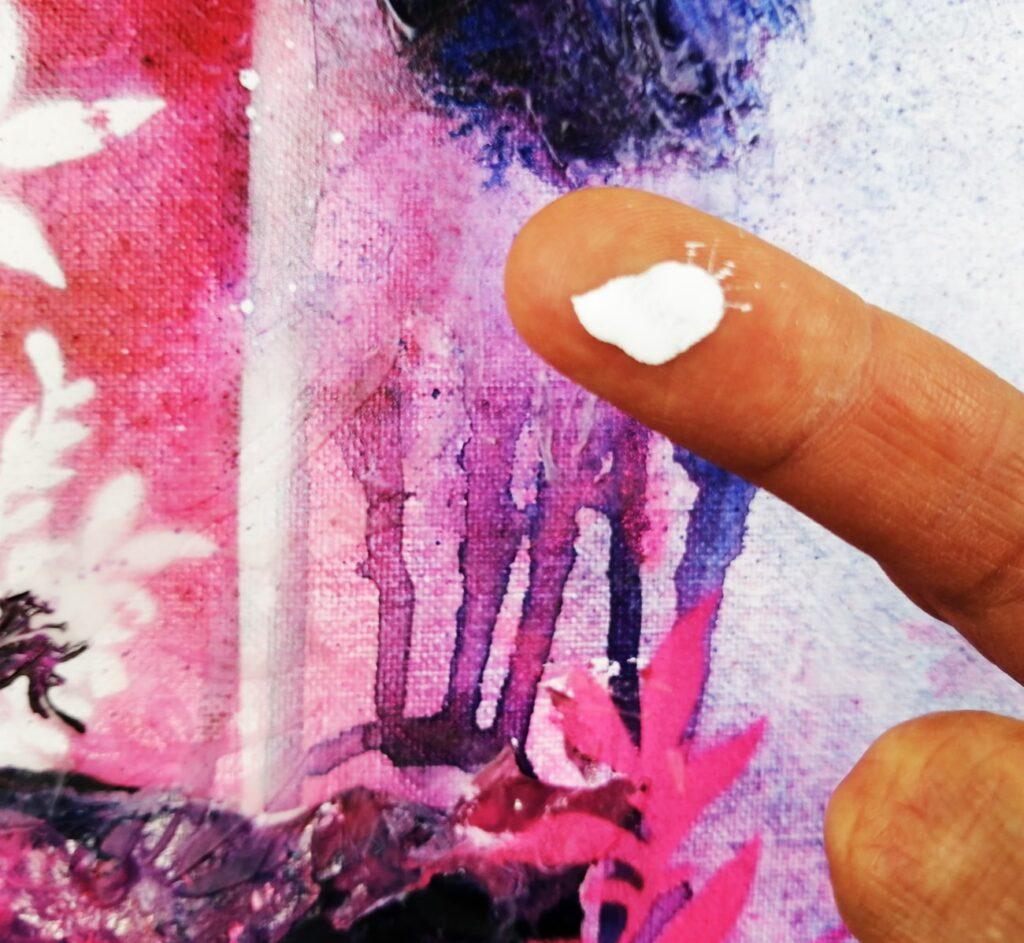peinture acrylique high flow appliqué avec le doigt