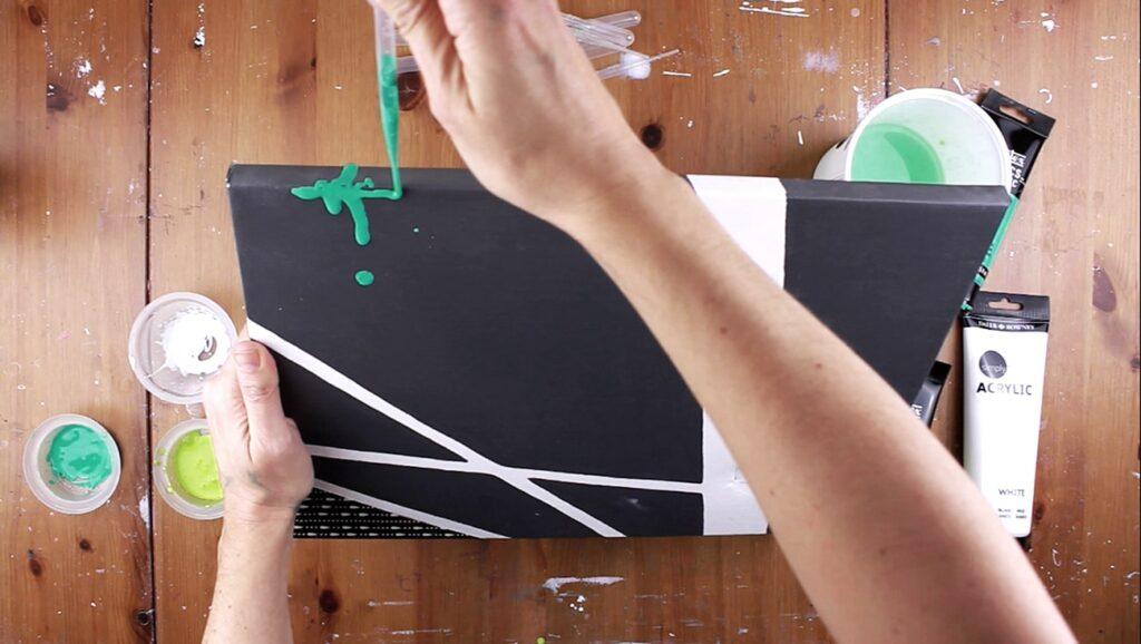 peinture acrylique coulisse medium coulage pouring medium