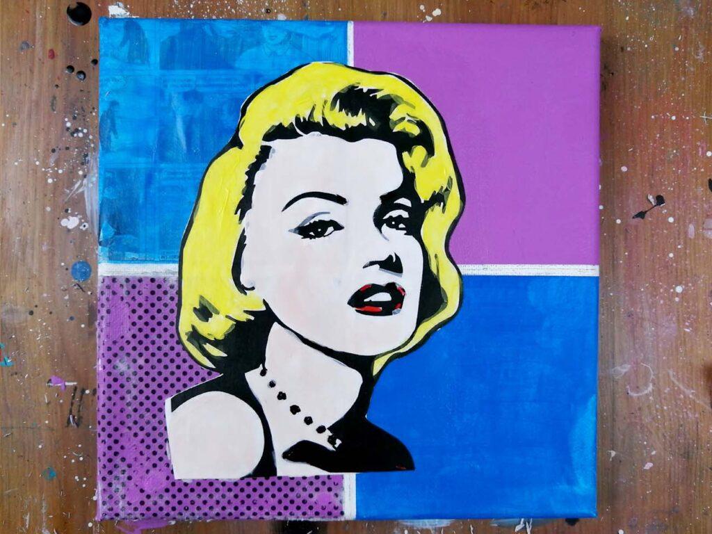 ajouter de la peinture acrylique sur un collage pop art